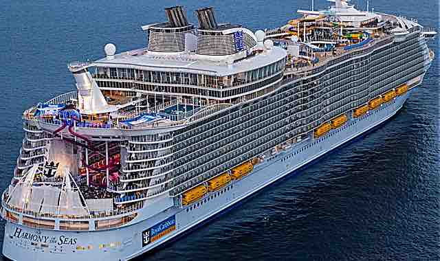 the world s largest cruise ship heads to st kitts my vue news